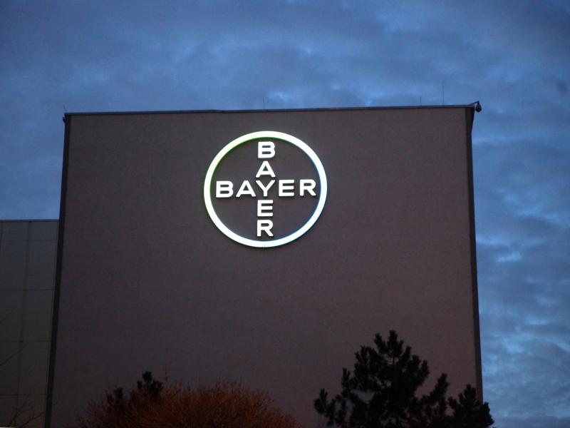 Umweltschützer demonstrieren : Bayer-Hauptversammlung startet mit Protesten