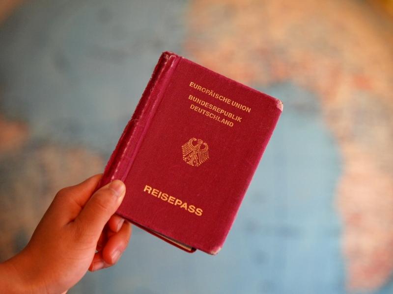Bosbach will Ausländer ohne Pass an der Grenze zurückweisen