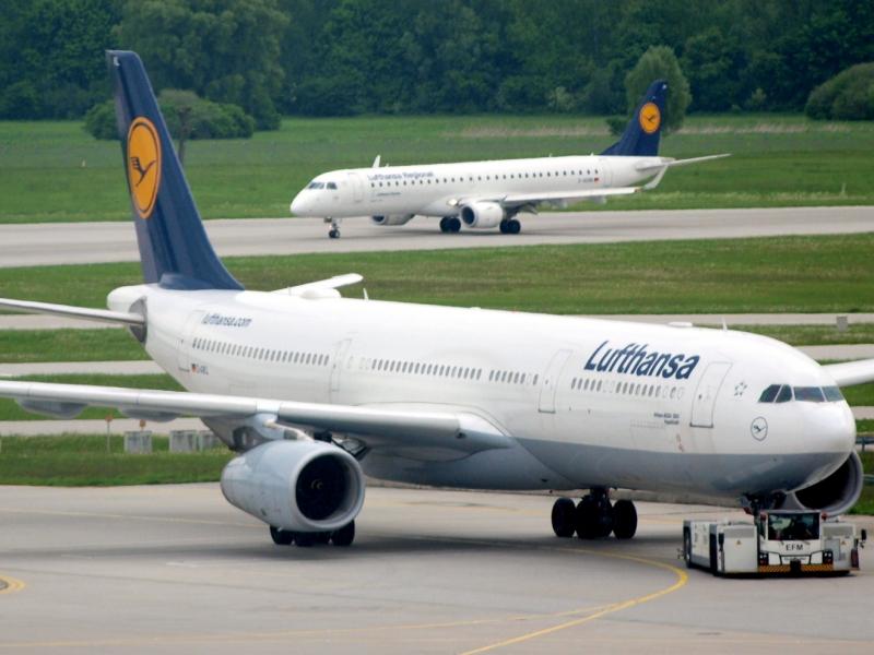 Lufthansa-Maschinen am Flughafen Quelle über dts Nachrichtenagentur
