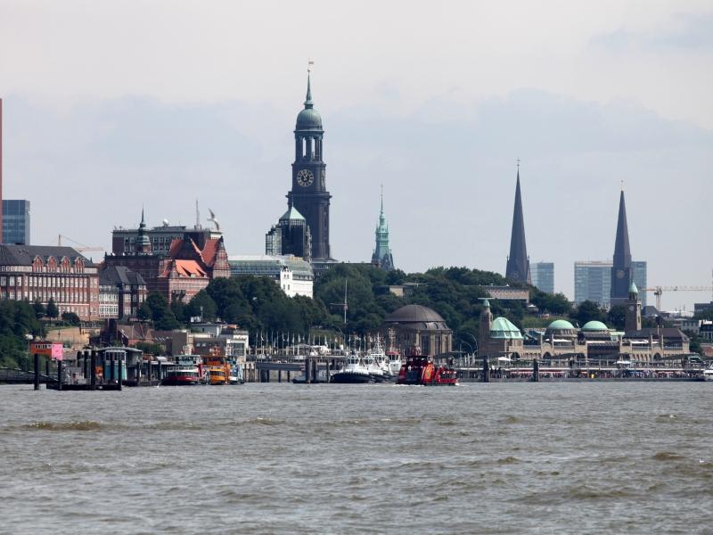 Medienbericht Kriegschiff soll zu G20 im Hamburger Hafen liegen - für Notfälle