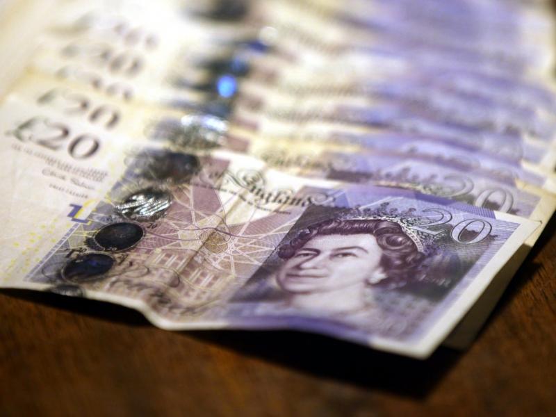 Devisen: Britisches Pfund auf Talfahrt - Wahl-Desaster für Tories