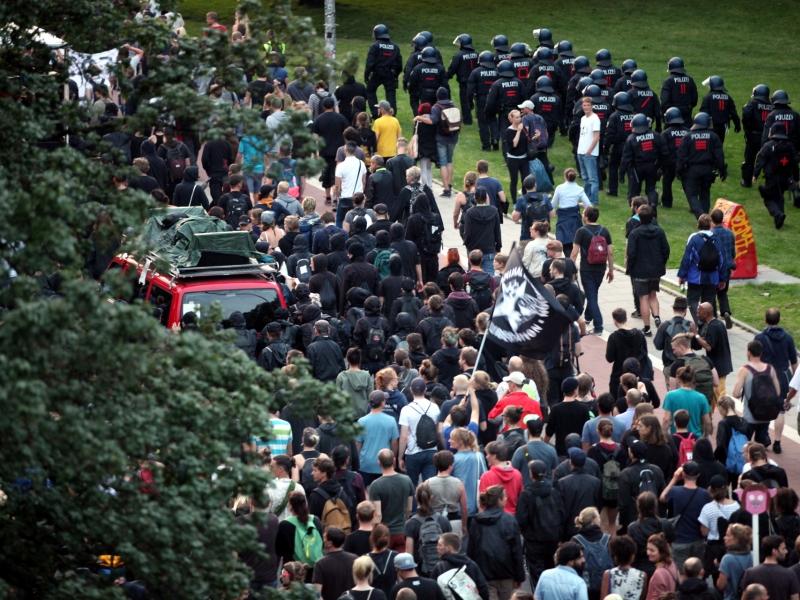 News-Blog: Merkel verurteilt Ausschreitungen von G20-Gegnern